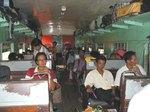 ミャンマー北部の鉄道車内