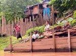ラオス、メコン川沿いに暮らす子ども達