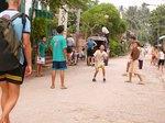 ラオス、ルアンパバーンの外人をよそにセパタクロに熱中する子供たち